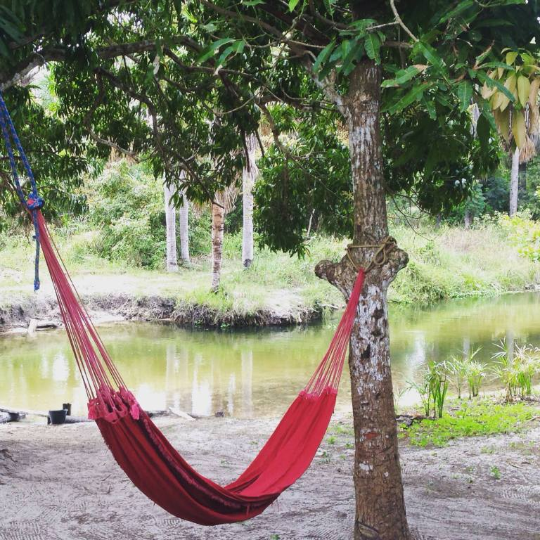 Descanso na rede durante o passeio de boia no Maranhão