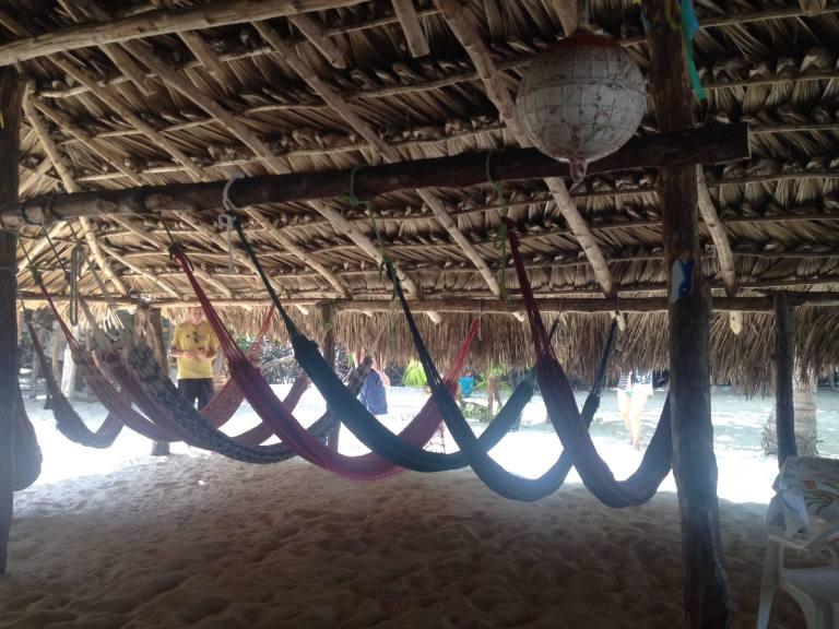 Redes para descanso no hostel em Maranhão