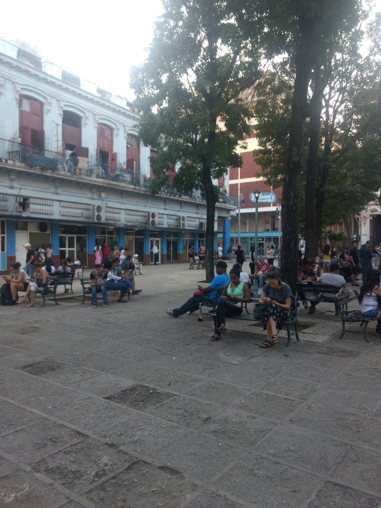 Praça com wifi em Havana, Cuba